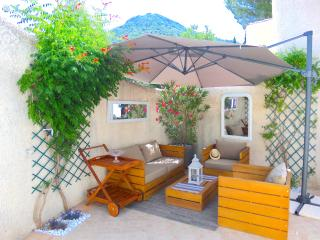 Cozy 2 bedroom Plan de la Tour Apartment with Internet Access - Plan de la Tour vacation rentals