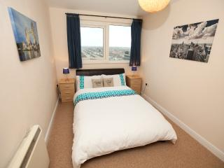 Gants Hill / Ilford (2 Bedroom Apartment) FREE Wif - Ilford vacation rentals
