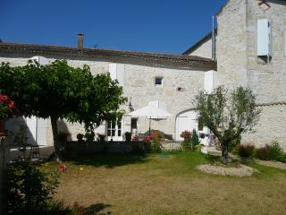 Chambre d'Hôte Saint-Roch, Piscine couverte, Gers - Tournecoupe vacation rentals
