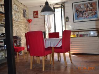 Bright 2 bedroom Saint Pol de Leon Townhouse with Internet Access - Saint Pol de Leon vacation rentals