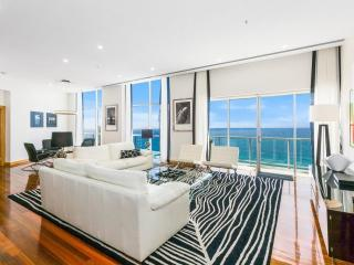 Perfect 3 bedroom Surfers Paradise House with Internet Access - Surfers Paradise vacation rentals