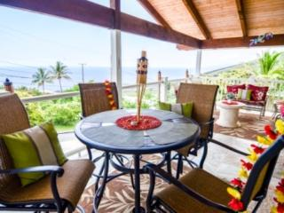 Ocean Views, Walking Distance to the Beach - Captain Cook vacation rentals