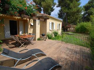 """très belle Mini-villa """"bambou"""" sans vis à vis : grande terrasse et jardin - Calvi vacation rentals"""