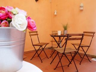 Cozy apartment with private patio! - Lucca vacation rentals