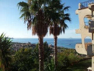 Villa Vittoria-vista mozzafiato sulle Isole Eolie - Brolo vacation rentals
