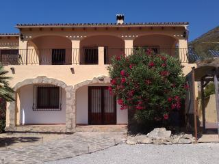 3 Bedroom apartment with stunning mountain views - Alcalali vacation rentals