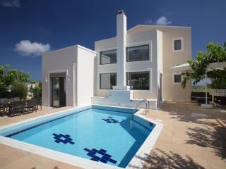 Beautiful 3 bedroom Villa in Rethymnon with A/C - Rethymnon vacation rentals