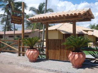 Nice Chalet with Deck and Internet Access - Canavieiras vacation rentals
