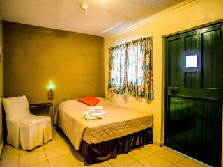 Perle d'Or - Single Plus Room - Noord vacation rentals