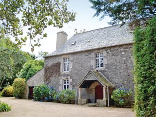 Stunning 17th Century French Manoir - Taule vacation rentals