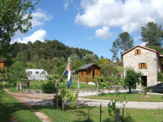 Casa das Linhas B & B CHALET met Privacy - Oliveira do Hospital vacation rentals