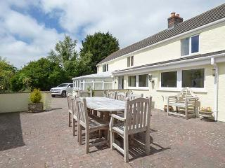 MAGPIES COTTAGE, detached, luxurious, spacious, conservatory, games room - Redruth vacation rentals