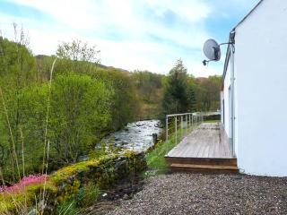 KEEPER'S COTTAGE, detached, 2 en-suite showers, woodburner, near Kinloch Rannoch, Ref 922218 - Kinloch Rannoch vacation rentals