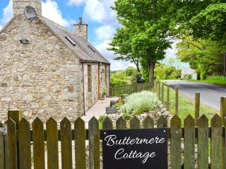 BUTTERMERE COTTAGE, stone detached cottage with WiFi, en-suite facility, private garden, good touring base near Banff, Ref 922814 - Banff vacation rentals