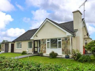 EILEEN'S, all ground floor, lawned gardens, pet-friendly, nr Aughavas, Ref 9250500 - Carrigallen vacation rentals