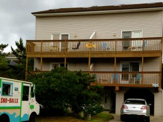 4 Bdrm- 50 Steps From the Beach - sleeps 10 - Bethany Beach vacation rentals