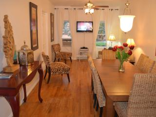 Trendy 3 Bedroom/1.5 Bath Apt Minutes from NYC - Brooklyn vacation rentals