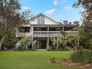 Spacious 5 bedroom House in Byron Bay with Deck - Byron Bay vacation rentals
