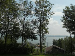Le Huard Chalets Plage St-Jean up to the hill Qc - Saint-Jean-de-l'ile-d'Orleans vacation rentals