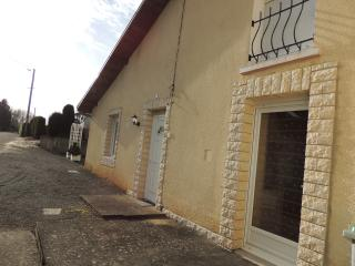 Bright 2 bedroom Lure Gite with Internet Access - Lure vacation rentals