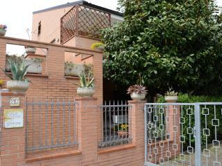 Cozy 2 bedroom Porto Sant'Elpidio Bed and Breakfast with Deck - Porto Sant'Elpidio vacation rentals
