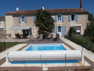 La Tannerie Exclusive Holiday Home / Farmhouse - Fontenay-le-Comte vacation rentals