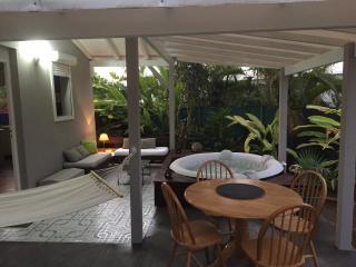 Petit havre de paix avec  SPA et jard clos  privés - Le Gosier vacation rentals