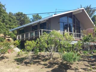 Nice House with Deck and Internet Access - San Mateo vacation rentals