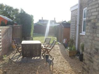 Nice Double Room - Dog Friendly, Near Town Centre - March vacation rentals
