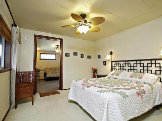 Queen Suite, 1 BR+, Quiet, Walk to Beach - Kailua vacation rentals