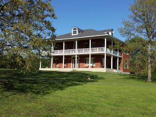 26 Acre Estate 3 Minutes From Greers Ferry Lake - Heber Springs vacation rentals