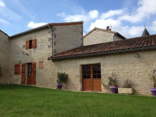 Bed&Breakfast near Futuroscope/Poitiers in France - Saint-Georges-les-Baillargeaux vacation rentals