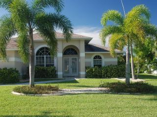 4 bed/2 bath Home on a wide canal /Salt Water Pool - Cape Coral vacation rentals
