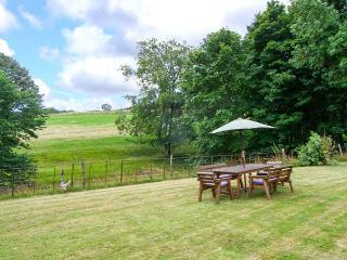 TYWYSOG, semi-detached farmhouse, woodburner, games room, parking, garden, in Denbigh, Ref 925927 - Denbigh vacation rentals