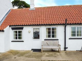 OLD JOINER'S SHOP, single-storey cottage near beach, shared patio, near Bridlington, Ref 927210 - Bridlington vacation rentals