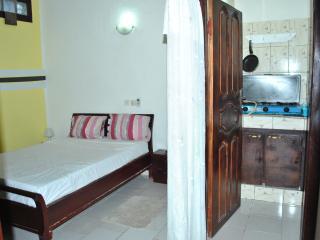 Cozy Abidjan Studio rental with Internet Access - Abidjan vacation rentals