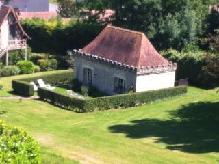 PETITE MAISON DE CHARME DANS UN PARC - Deauville vacation rentals
