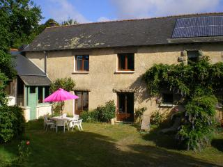 Cozy 3 bedroom Gite in La Nouaye with Television - La Nouaye vacation rentals