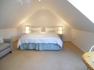 Charming 1 bedroom Witney Cottage with Internet Access - Witney vacation rentals