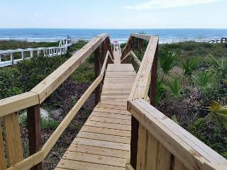 Ocean Front, Sleeps 10, 4 Bedroom, WiFi, Flat Screens, Private Beach Access - Crescent Beach vacation rentals