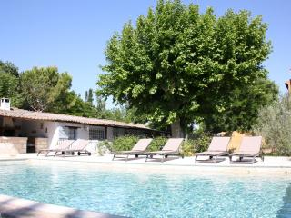 Nice Cottage with Internet Access and A/C - Avignon vacation rentals