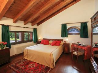 AGRITURISMO SCACCIAPENSIERI - Camera 1 - Buttrio vacation rentals