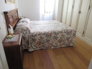 SAN GIUSEPPE 2 bed rooms behind Santa Croce (14) - Florence vacation rentals