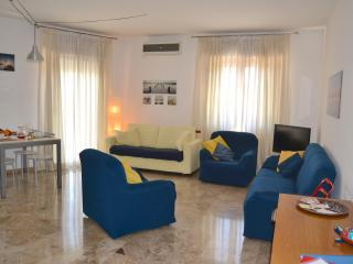 Bright 2 bedroom Apartment in Marghera with Internet Access - Marghera vacation rentals