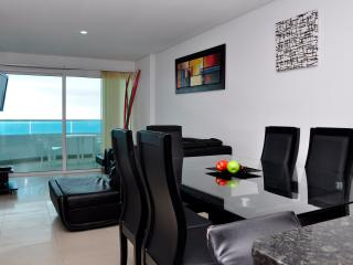 Gorgeous 2 Bedroom in Luxury Condo - Cartagena vacation rentals