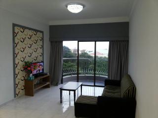 Cozy 3 bedroom Klebang Kechil Condo with Deck - Klebang Kechil vacation rentals