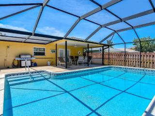Walk to Vanderbit Beach and Mercato, Heated Pool - Naples Park vacation rentals