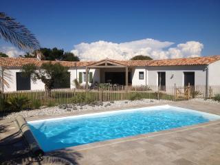 Villa paysagée avec piscine proche mer, commerces - Ile de Re vacation rentals