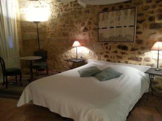 Bel appartement in heart of Uzes - Uzes vacation rentals