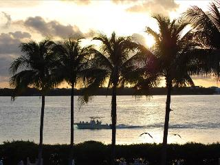 Waterfront luxury Villa (60) with spectacular sunset views and boat slip - Marathon vacation rentals
